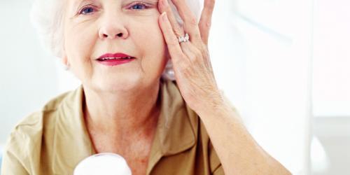 Омолаживающие маски для лица в домашних условиях после 60 лет. Уход за кожей лица после 60 лет — эффективные маски от морщин в домашних условиях